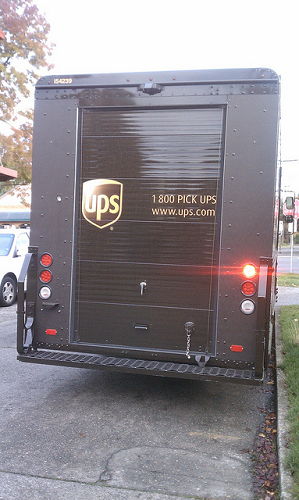 free shipping-ups delivery truck