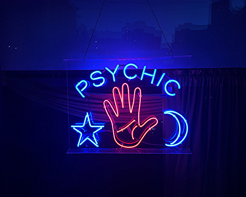 psychic sign, google predicts 2016 holiday shopping trends